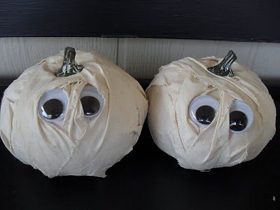 tiny mummy pumpkins 01 2014