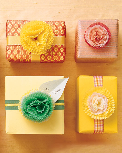 diy gift wrap add ornamental details 011