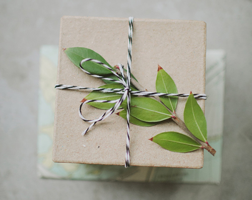 diy gift wrap add ornamental details 041