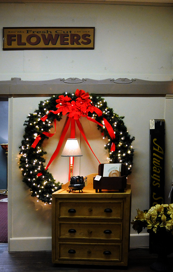 indie-holiday-displays-wreaths-oversized-wreaths-2014