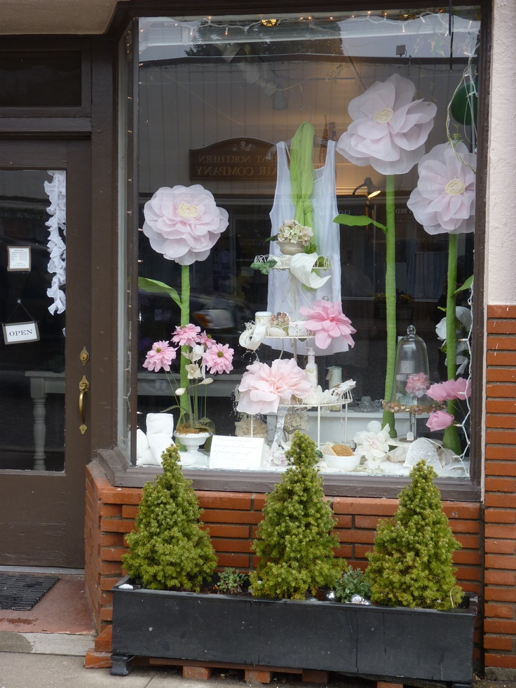 Ideas for summer window displays boutique window - Garden decor stores ...